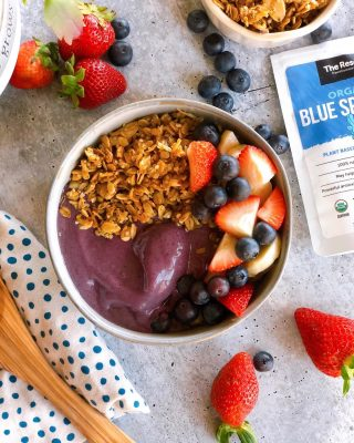 """Anyone else obsessed with Acai bowls? 🥥🥣🙋🏻♀️  They are seriously yummy. But so expensive and loaded in sugar (without any balance of healthy protein or fats) so typically I'm left starving an hour later. 🥴  That's why I went on a mission to create my own homemade version, secretly loaded in superfoods (duh! 😜)  I used Trader Joe's Unsweetened frozen acai packets as the base + inspiration for the whole thing. Blended in some fruit + superfoods. Topped it with my homemade hemp seed granola (it's so good it's like crack) and extra fresh fruit and - viola! - healthy balanced Acai at home 🙌💜  Here's the dEATs: (Serves 2) 💜 1 unsweetened frozen acai packet 💜 1/2c unsweetened plant based yogurt (for creamy + gut health) 💜 1 frozen banana (creamy) 💜 1c frozen wild blueberries (more antioxidants than regular) 💜 2 tsp @fromthereserve Blue Spirulina (gut + brain health) 💜 1/4 cup @fromthereserve Marine Collagen (protein + skin + joint health) 💜 Splash almond milk (to blend)  Toppings: 💜 GF Homemade Hemp Seed Granola (link in bio for recipe) 💜 Drippy nut butter 💜 Diced fresh fruit 💜 Drizzle agave if you want yours extra sweet   Hit SAVE 🖐🏼, head to the link in my bio,  or go to www.thenutramom.com and search """"acai"""" and """"granola""""  (You won't regret it!)  😎💪🏼 And if you are looking for some cool superfoods, head to @fromthereserve and use code """"thenutramom15"""" for 15% off  Weekend Affirmation: I will celebrate small wins 🧘🏻♀️✨  Happy Friday!  🤍 Liz"""