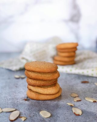 """Have you tried my 5 ingredient 𝙑𝙚𝙜𝙖𝙣 𝙎𝙝𝙤𝙧𝙩𝙗𝙧𝙚𝙖𝙙 𝘾𝙤𝙤𝙠𝙞𝙚𝙨 yet?  🍪 Almond Flour 🍪 Coconut Oil 🍪 Agave or Maple Syrup 🍪 Vanilla Extract or Bean Paste 🍪 Salt  They are so versatile! I've used them as an ice cream sandwich base, dipped them in coffee, dunked them in melted chocolate  or crumbled them on smoothie bowls.  Full recipe link in bio or head to www.thenutramom.com and search for """"shortbread""""  My kids love them!  Mid-Week Affirmation: My life is a gift and I appreciate everything I have. 🧘🏻♀️✨  🤍 Liz"""