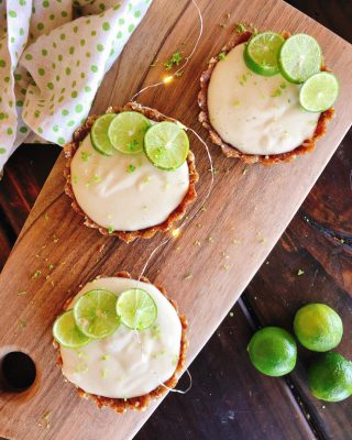 """Looking for the perfect healthy no bake dessert this summer?  I've gotcha covered with my super easy 🍈🥧 🅥🅔🅖🅐🅝 🅜🅘🅝🅘 🅚🅔🅨 🅛🅘🅜🅔 🅟🅘🅔🅢   I love the fresh taste of limes in the summer and these little snack size pies are loaded with fresh flavor. 🤩🤩🤩  🍈 Gluten Free 🍈 Grain Free 🍈 Refined Sugar Free 🍈 Paleo Friendly 🍈 Vegan  Plus they are no bake so they won't heat up the kitchen. And they are made to keep in the freezer so you can grab one when that sweet tooth strikes. 😉  dEATs 👩🏻🍳:  Pie Crust 🥧 1 1/2 cup medjool dates 1 1/2 cup raw walnuts  Filling 🍈🥥 1 1/4 cup raw cashews 3/4 cup full fat coconut milk 1/4 cup coconut oil 12 key limes 1tbs lime zest 1/2 cup liquid agave  👉🏼 Full recipe link in my bio. Head to www.thenutramom.com and search """"key lime"""" 🍈  I made these to celebrate my husband's return from Germany and WOW were they a hit! 🤩  Monday Affirmation: I am in flow with my life 🧘🏻♀️✨"""