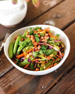 """🅣🅗🅐🅘 🅟🅔🅐🅝🅤🅣 🅢🅐🅛🅐🅓 on repeat over here 🥜🥬🙌  Seriously, it's so good I can't stop making it.  🥗Crunchy veggies 🥜 Sweet, salty and creamy peanut butter dressing 🥜 Peanuts for extra crunch  Perfection! 👌🏼  So are peanuts really healthy?  Well it depends. Some peanut butters are loaded in hydrogenated oils and sugars. These are not real food and they are not good for your body.  But there's also a slew of all natural peanut butters made with only peanuts and salt.  Are those healthy?  Well, maybe.  Peanuts carry the risk of potentially carrying aflatoxins which can cause liver cancer. However, the FDA highly regulates this in the industry so theoretically it's not a problem.  But if you are worried about it, there are some compounds that can help mitigate any exposure you have:  🌱 Chlorophyll (greens, spinach, algae) 🌱 Milk thistle 🌱 Dandelion 🌱 Marshmallow root   And there are some surprising health benefits to eating peanuts too:  🥜 Reduced risk of heart disease 🥜 Anti-cancer properties 🥜 Prevents gallstones 🥜 Shown to aide in weight loss and prevent weight gain  ✨ References always listed at the end of each of my blog posts. Links in bio. Search """"Thai peanut"""" at www.thenutramom.com for the full recipe 👌🏼  I obviously eat them 🥜. Life's too short to live without peanut butter am I right?! 😂🤣🤷🏻♀️  Mid week affirmation: Happiness is an inside job ✨🧘🏻♀️  Happy Wednesday friends!  🤍 Elizabeth"""
